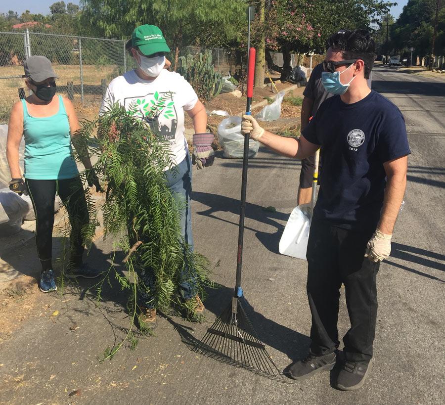 Clean Up volunteers
